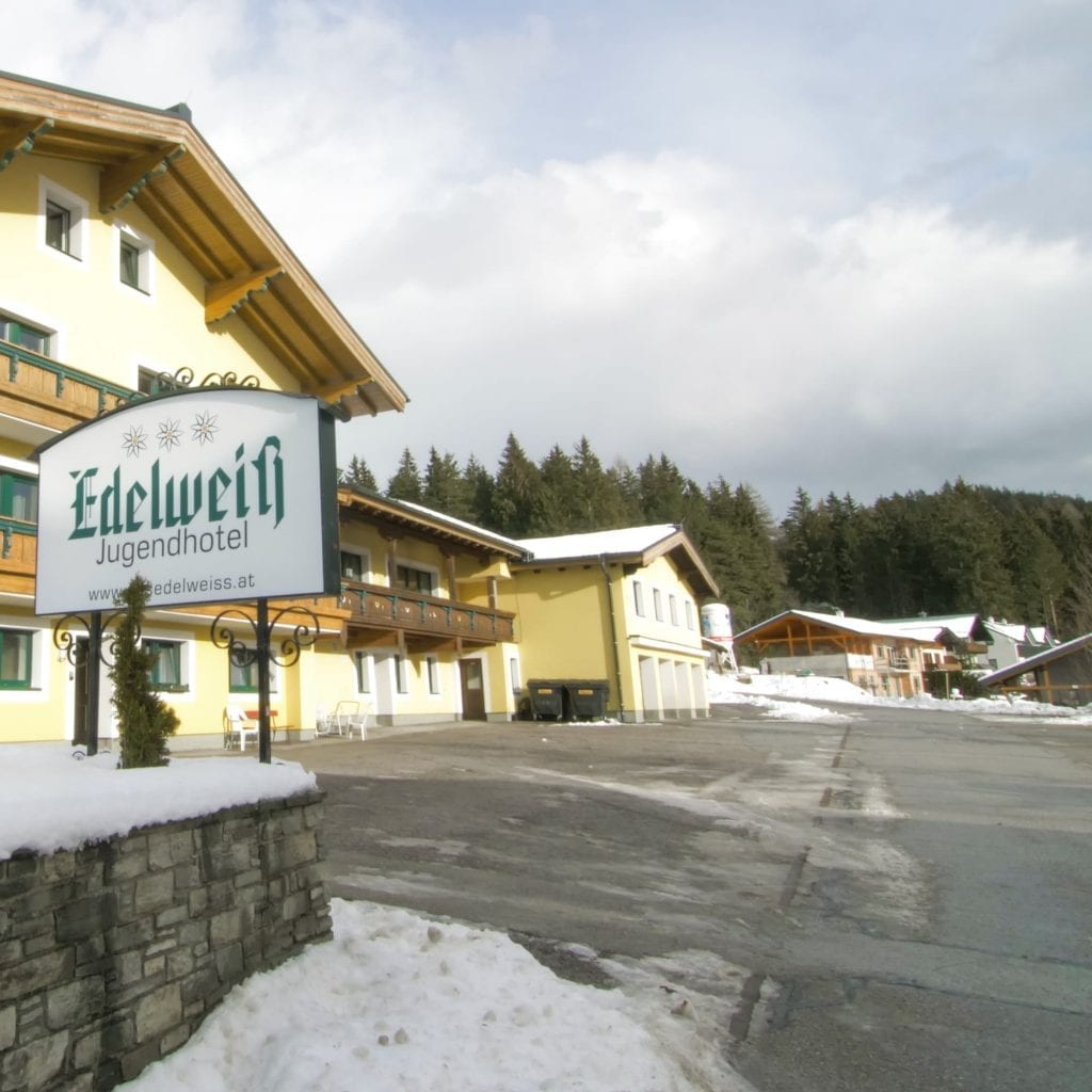 Jugendhotel Edelweiss Jugendherberge Parkplatz